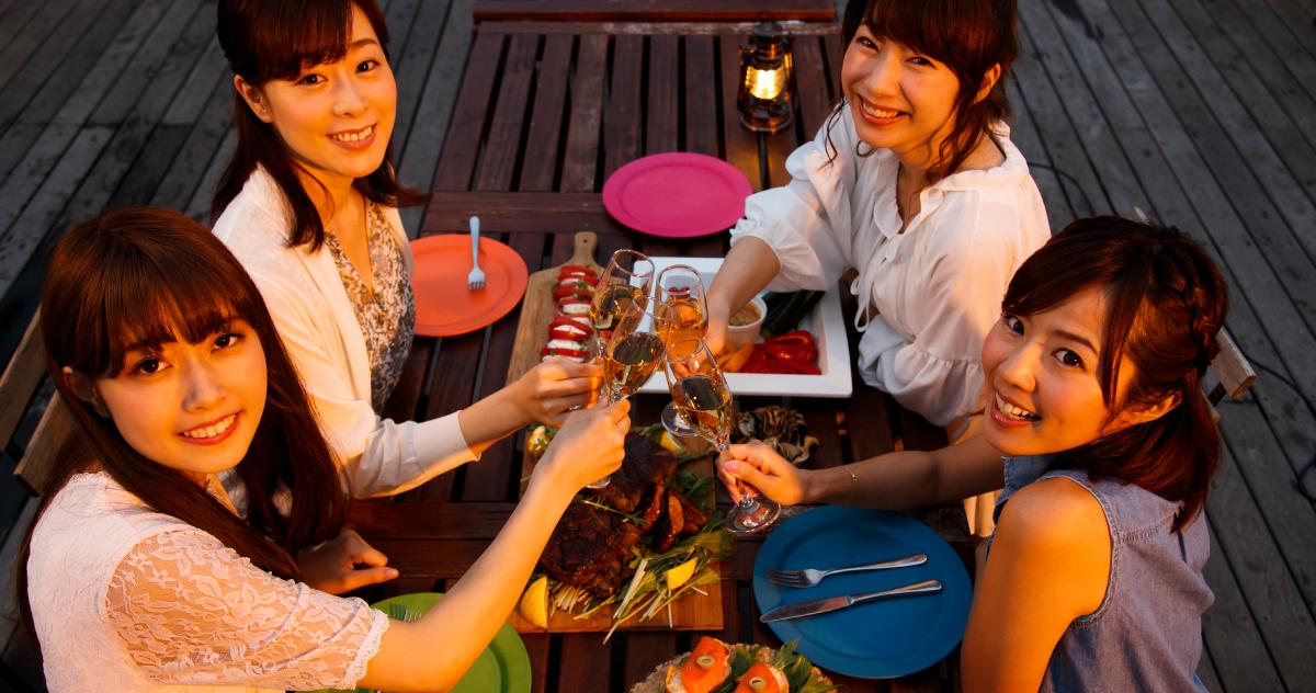 What Is PARTY GIRL?いつもと違う女子会をしたいなら、PARTY GIRLで!おしゃれなレンタルスペースを使えば、お料理やデコレーションを自由に演出できるのであなただけのオリジナルパーティーが実現します!お家でもレストランでもカラオケでもない、レンタルスペースで新しい体験をぜひ!