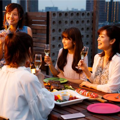 What Is PARTY NAVI?いつもと違うパーティーをしたならおしゃれで高級感のあるレンタルスペースはいかが?レンタルスペースなら、食事も音楽もサプライズ演出も自由に楽しむことができます。いつものお店ではできない、あなただけの素敵なパーティーを演出してください。